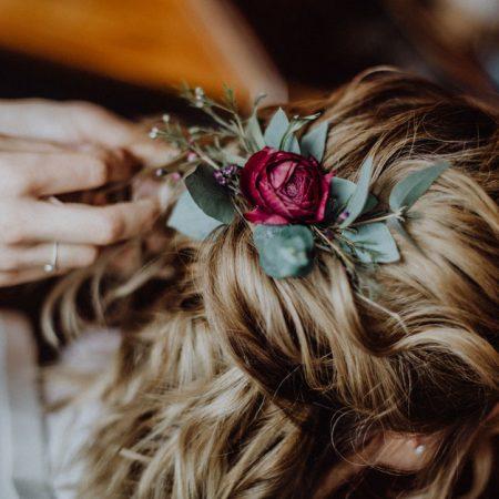 Hochzeitsinspiration Styled Shooting Beere Gold Styling Brautfrisur