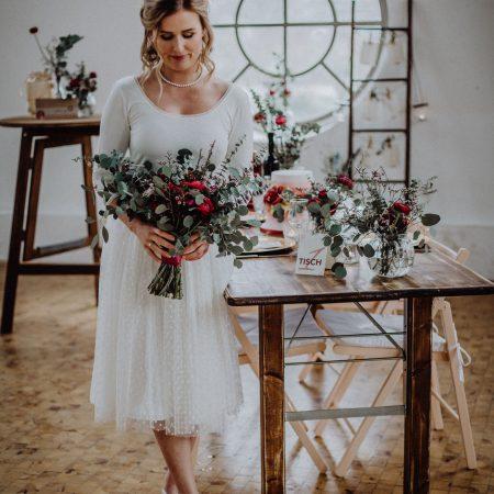 Hochzeitsinspiration Styled Shooting Beere Gold Braut Brautstrauß