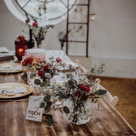 Hochzeitsinspiration Styled Shooting Beere Gold Tischdeko