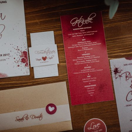 Hochzeitsinspiration Styled Shooting Beere Gold Papeterie
