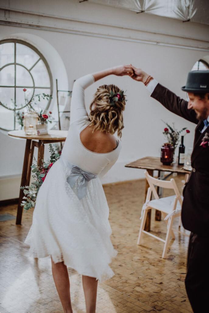 tanzendes Brautpaar noni Kleid