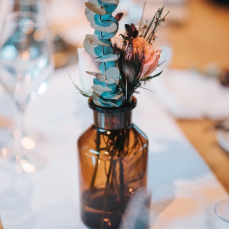 Hochzeitsinspiration Styled Shooting Greenery Gold Urban Wedding Tischdeko