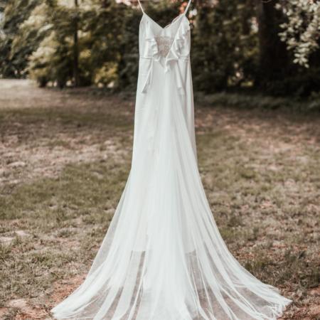 Hochzeitsinspiration Styled Shooting Greenery Gold Brautkleid