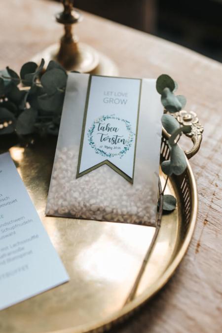 Hochzeitsinspiration Styled Shooting Greenery Gold Urban Wedding Gastgeschenk