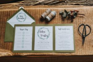 Hochzeitsinspiration Styled Shooting Greenery Gold Urban Wedding Einladung