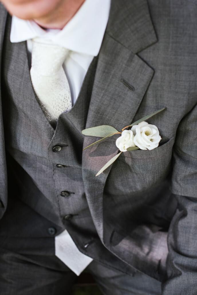 Hochzeitsinspiration Styled Shooting Greenery Gold Bräutigam