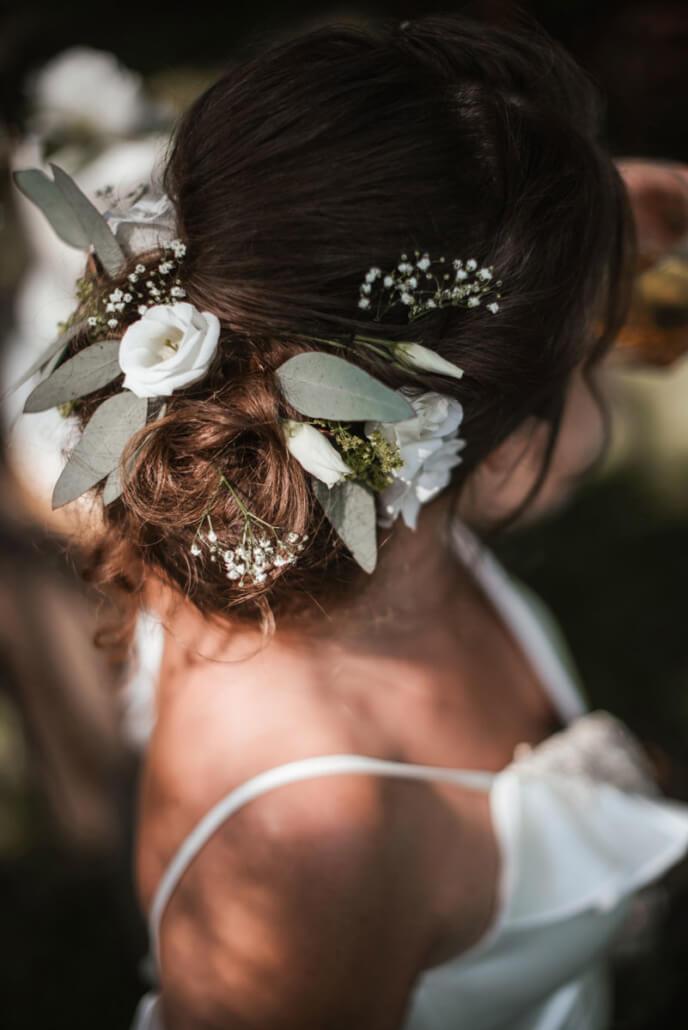 Hochzeitsinspiration Styled Shooting Greenery Gold Brautfrisur Styling