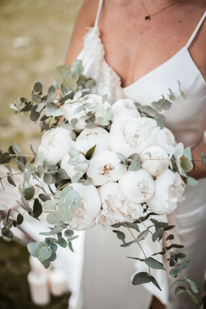 Hochzeitsinspiration Styled Shooting Greenery Gold Brautstrauß