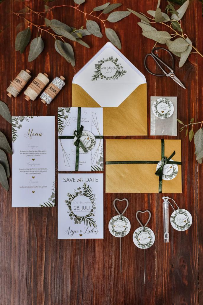 Hochzeitsinspiration Styled Shooting Greenery Gold Papeterie