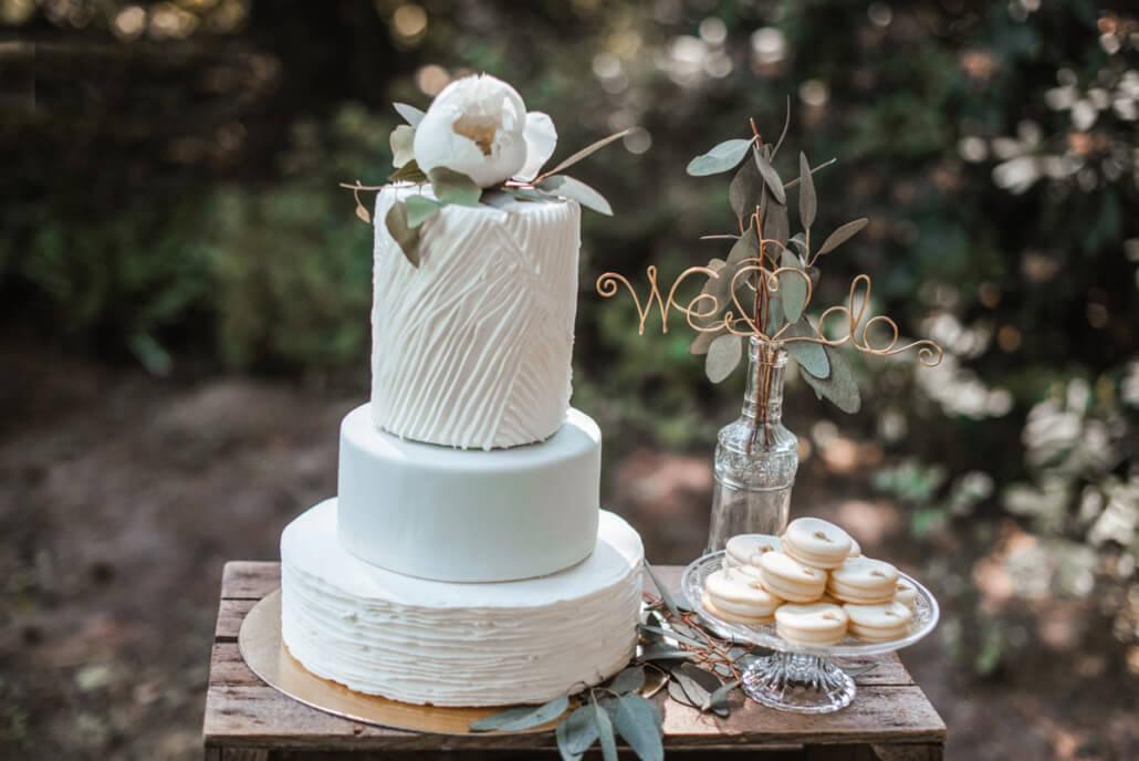 Hochzeitsinspiration Styled Shooting Greenery Gold Hochzeitstorte