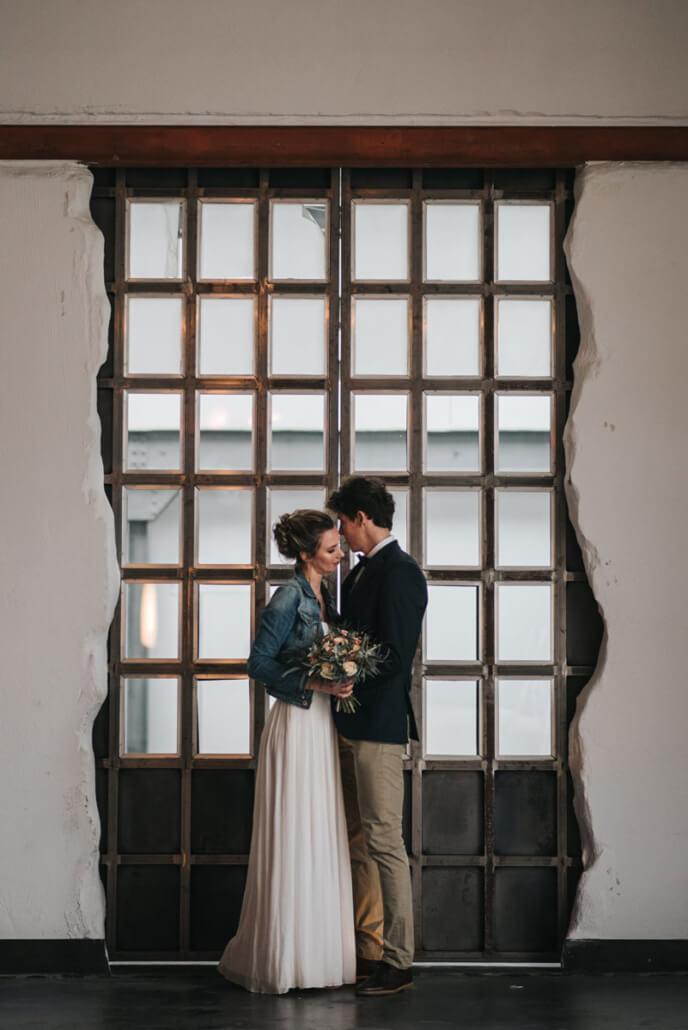 Hochzeitsinspiration Styled Shooting Industrial Chic Urban Wedding Brautpaar