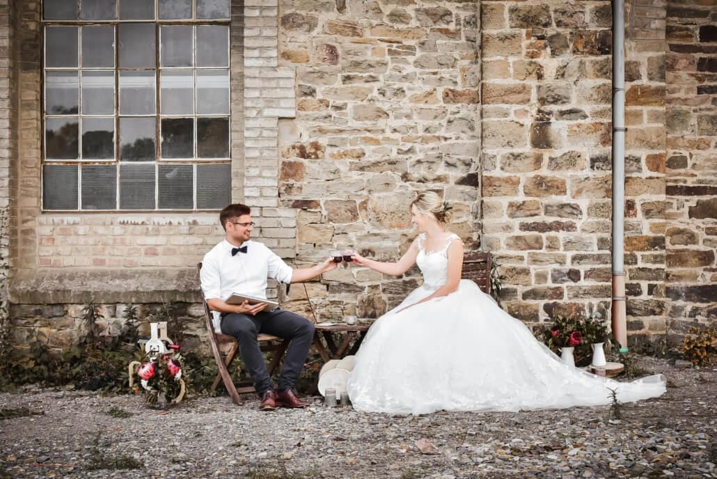 Brautpaar Coupleshooting rustikale Herbsthochzeit