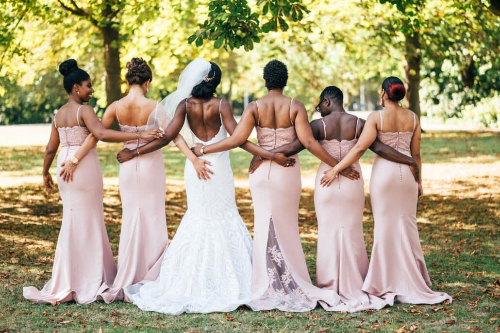 Fotoshooting Braut und Brautjungfern rosa