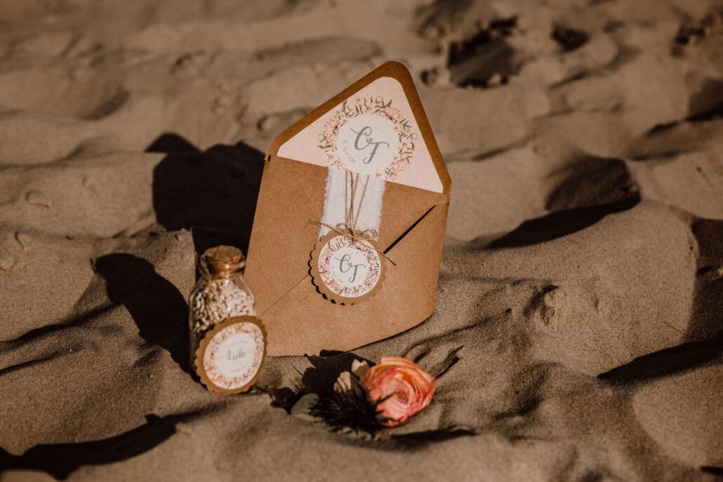 Hochzeitsinspiration Styled Shooting Vintage Beach Strandhochzeit Kraftpapier