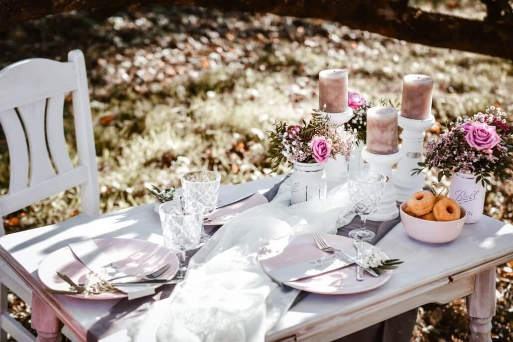 Tischdeko rosa grau Vintage Chic Hochzeit