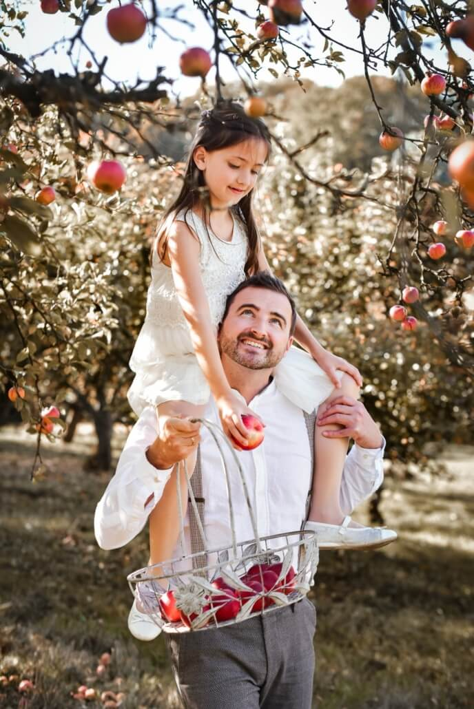 Familienshooting in der Apfelplantage Herbsthochzeit