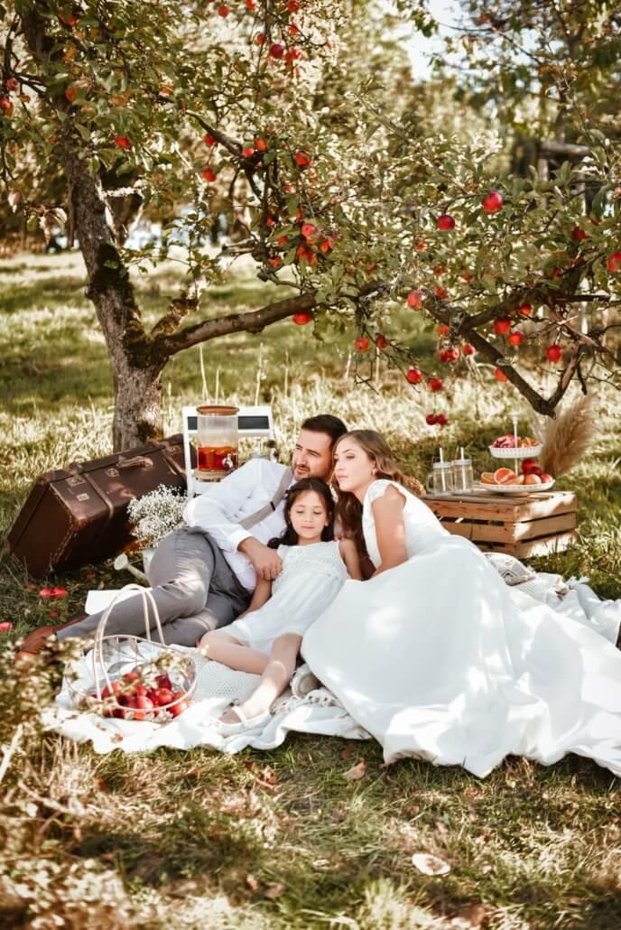 Familienshooting Herbsthochzeit in der Apfelplantage