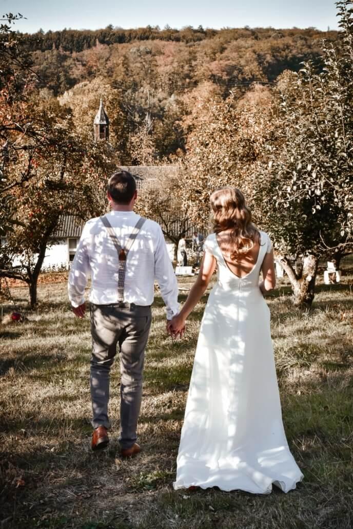 Brautpaar Coupleshooting Herbsthochzeit Apfelplantage