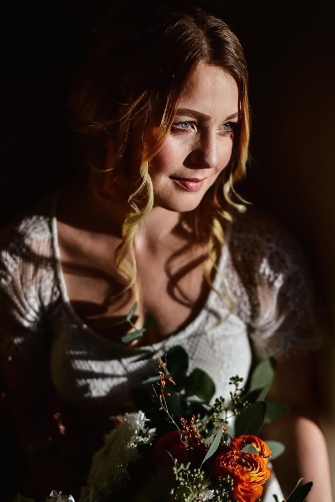 Bodouir Shooting Braut mit Brautstrauß