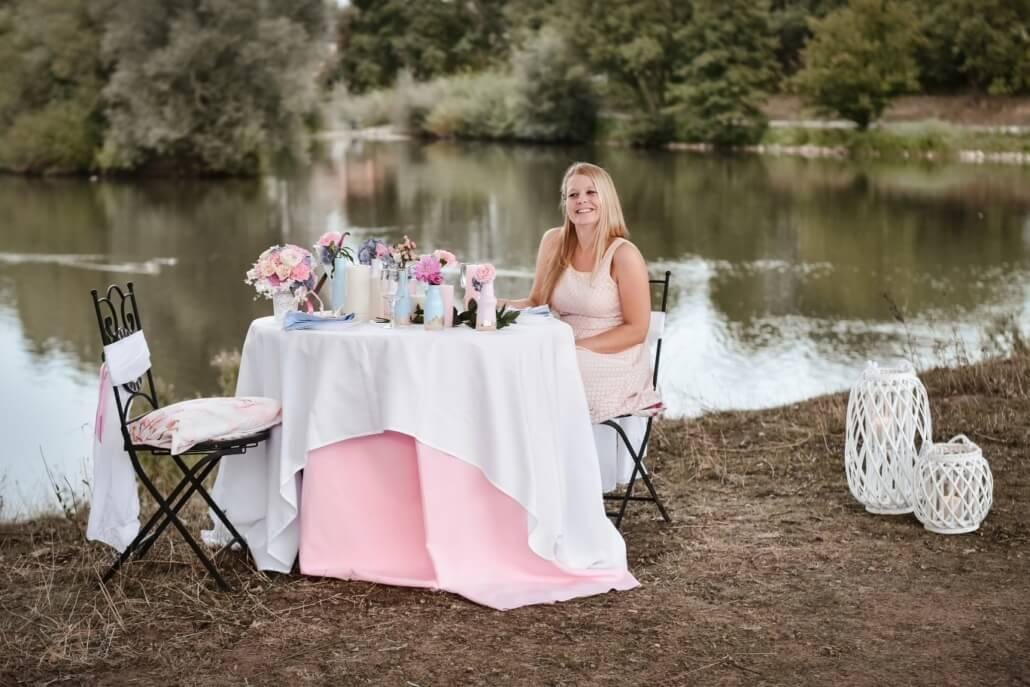 Pastellove Rose und Hellblau Tischdeko Hochzeit am See
