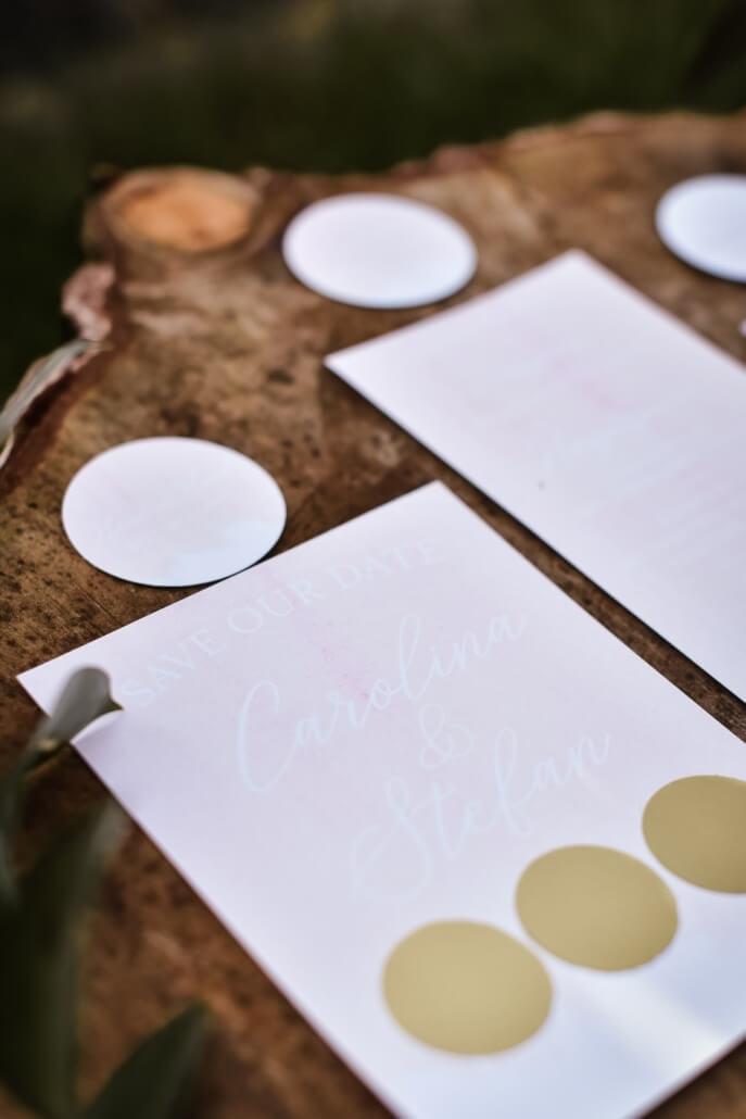 Save The Date Karte Hochzeit in Pastellrosa mit Rubbelfeldern