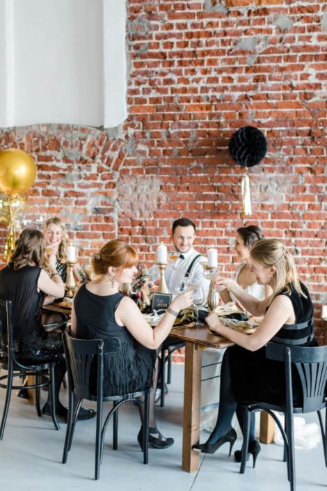 Hochzeitsinspiration Styled Shooting Golden 20s Great Gatsby Gold Schwarz Weiß