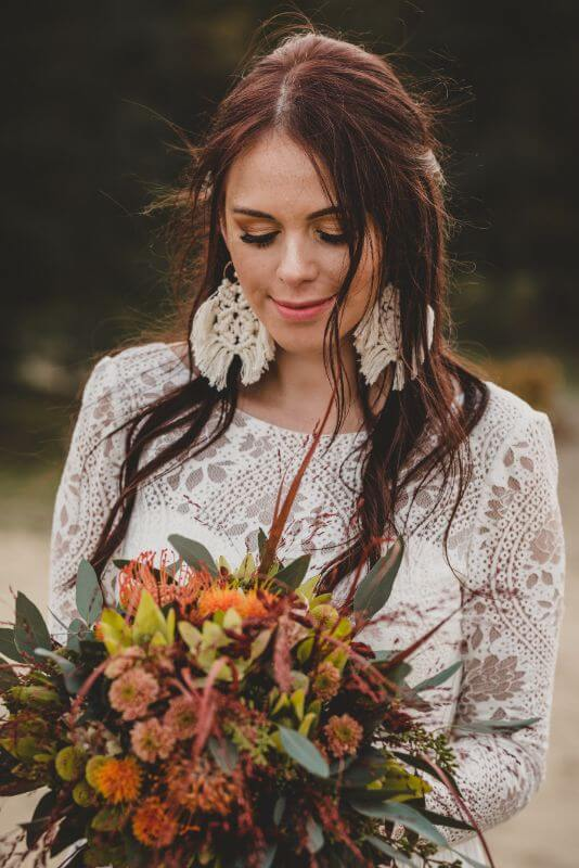 Desert Love Herbsthochzeit Elopement Braut mit Brautstrauß