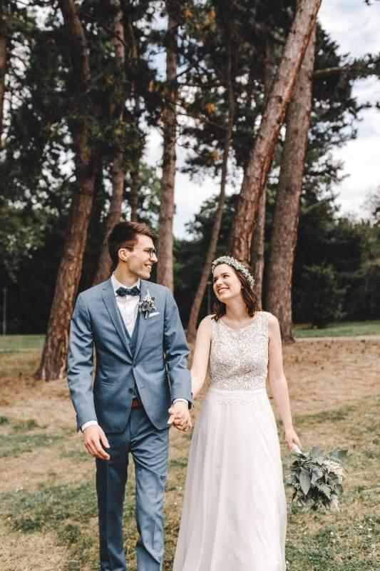 Hochzeitsinspiration Greenery Kupfer Kranich Brautpaar
