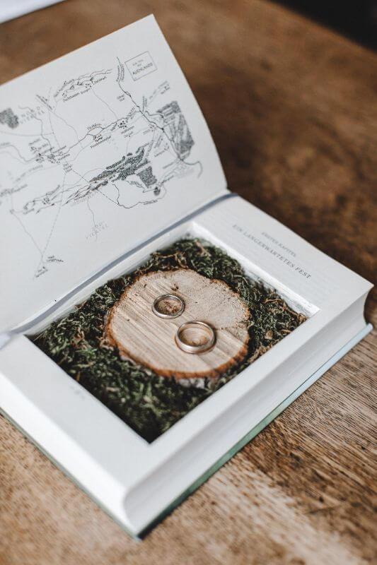 Hochzeitsinspiration Greenery Kupfer Kranich Ringkissen