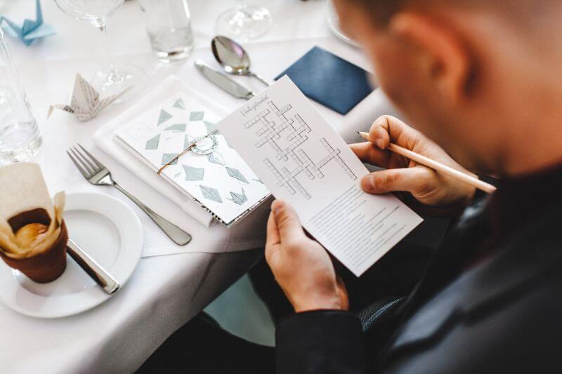 Hochzeitsinspiration Greenery Kupfer Kranich Hochzeitsrätsel