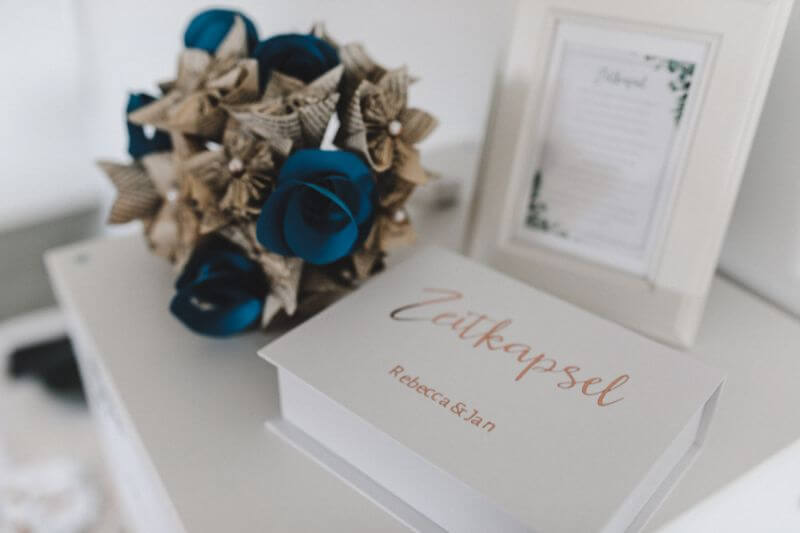 Hochzeitsinspiration Greenery Kupfer Kranich Zeitkapsel
