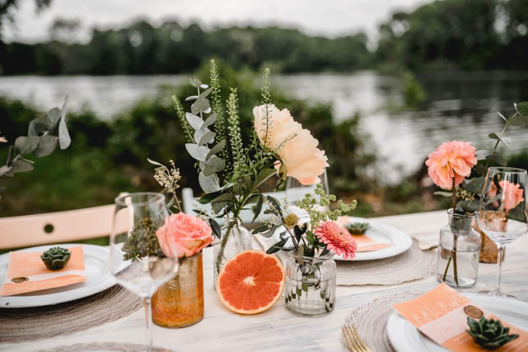 Fruity Summer Hochzeitstisch mit Deko und Menükarten