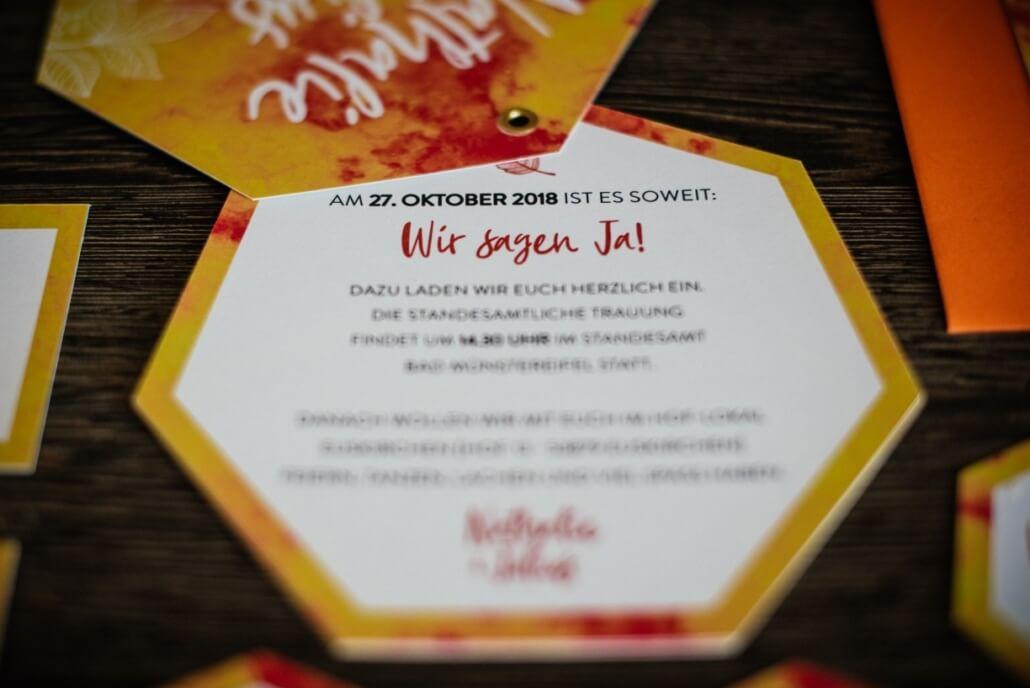 Hochzeitseinladung für eine Herbsthochzeit in Orange, Gelb und Rot