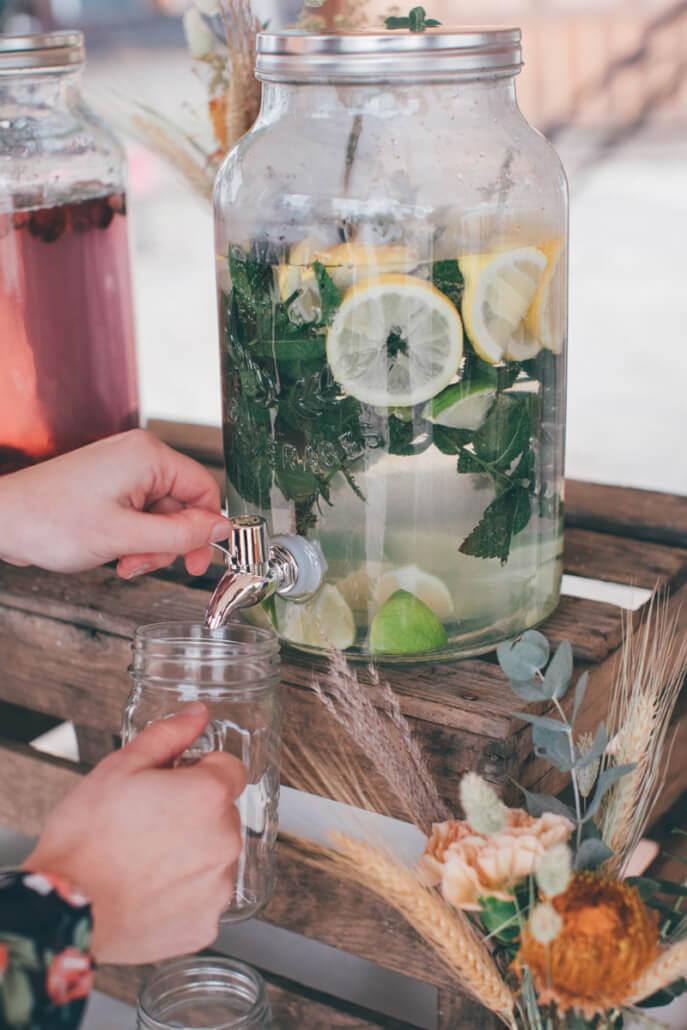 Limobar mit selbstgemachter Zitronen-Minz-Limonade