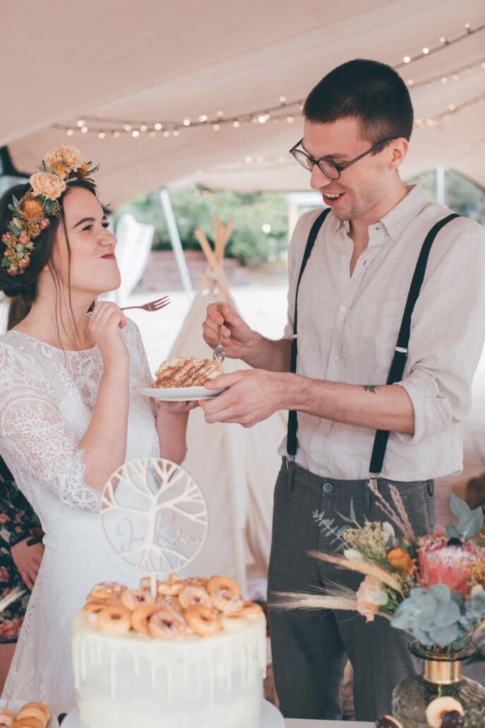 Tortenanschnitt und Torten-Tasting des Brautpaares
