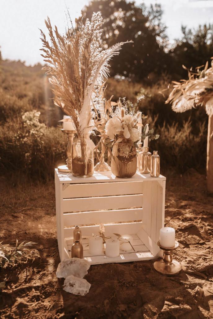 Boho-Glam Hochzeitsdeko mit Trockenblumen